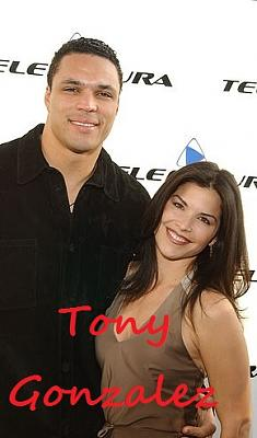 Click image for larger version.  Name:8372206-6594071-Sanchez_is_pictured_with_Gonzalez_in_2002_before_they_split_and_-a-2_15475663428.jpg Views:0 Size:41.6 KB ID:208198