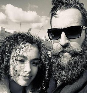 Click image for larger version.  Name:12431862-7443387-Pictured_Mya_Lecia_with_her_father_Martin_Naylor_in_London-a-47_1568025811400.jpg Views:44 Size:51.2 KB ID:215067
