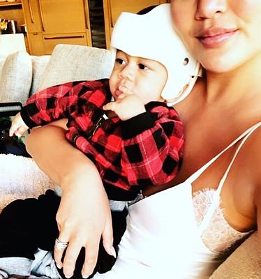 Click image for larger version.  Name:6978324-6460195-Mom_duty_Chrissy_Teigen_33_revealed_her_son_Miles_has_a_slight_c-a-23_1543956503.jpg Views:0 Size:98.7 KB ID:206141