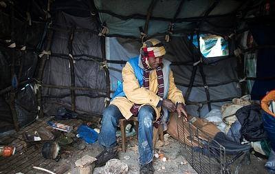 Click image for larger version.  Name:2FD1AA9F00000578-3395901-Despite_living_conditions_as_seen_in_this_image_from_last_week_J-a-2_14.jpg Views:0 Size:208.7 KB ID:120962